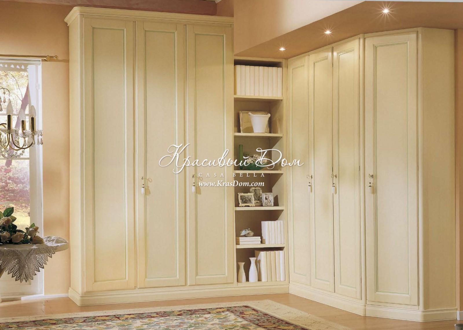 Платяной шкаф napoli с тремя раздвижными дверцами на каркасе.